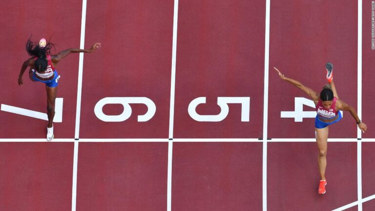 400 meters hurdles records crushed in almost identical fashion