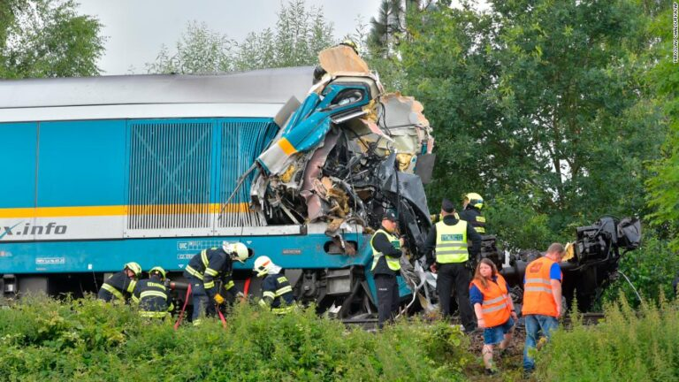 Three people killed and eight seriously injured in Czech train crash